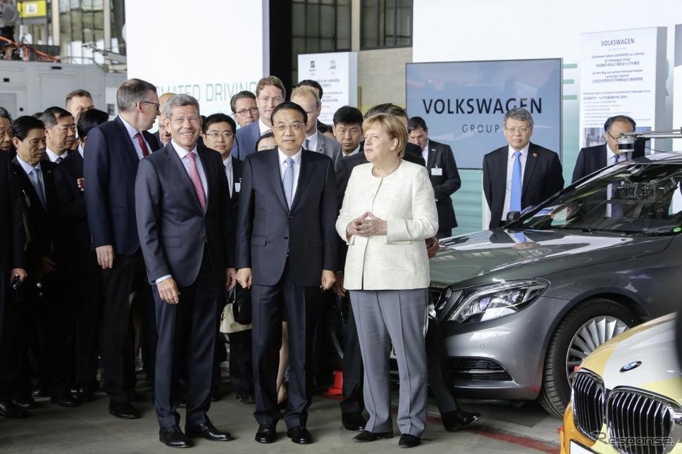 メルセデスベンツの最新自動運転車のデモ走行