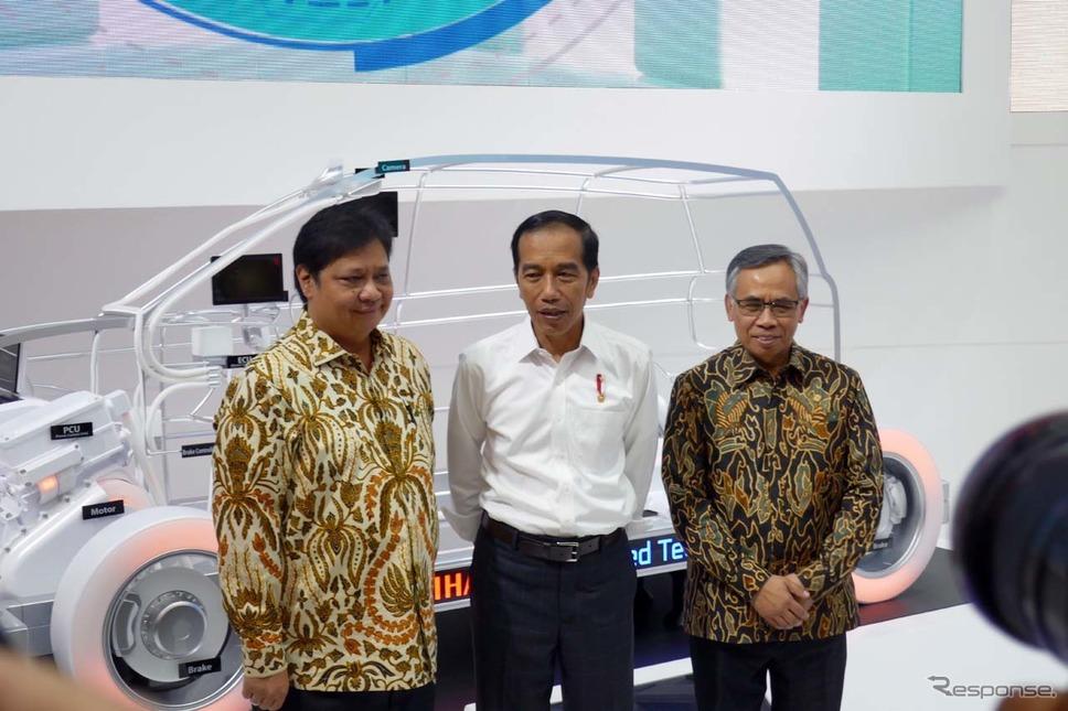 オープニングに先立ってインドネシアのジョコ・ウィドド大統領(中央)も会場を訪れた