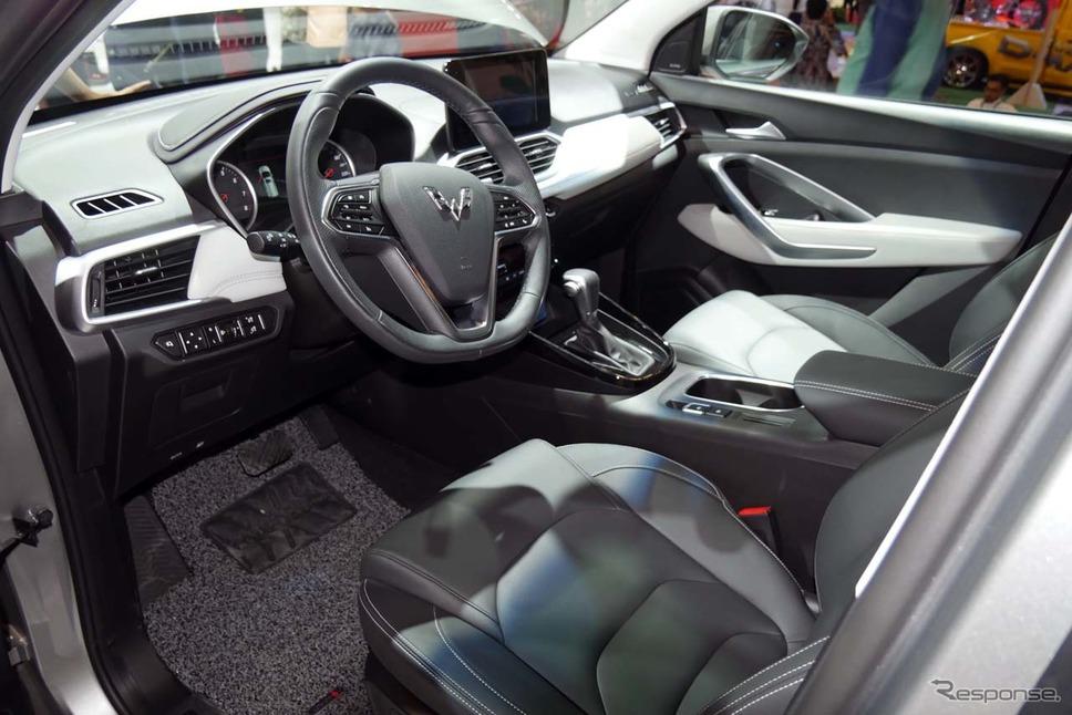 『ウーリンSUV』の運転席周り。上級SUVらしい豪華さがウリだ