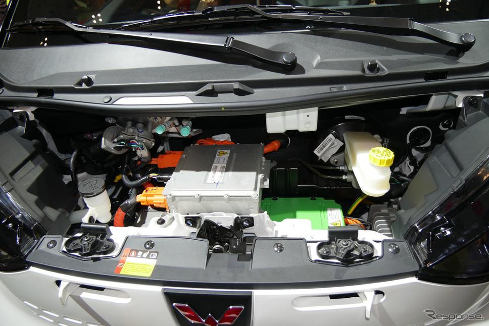 『E100』のパワーユニットは、最大出力は29kWで110 Nmのトルクを発揮する