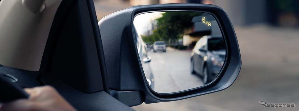 左右車線の安全確認に役立つ「サイドブラインドゾーンアラート」