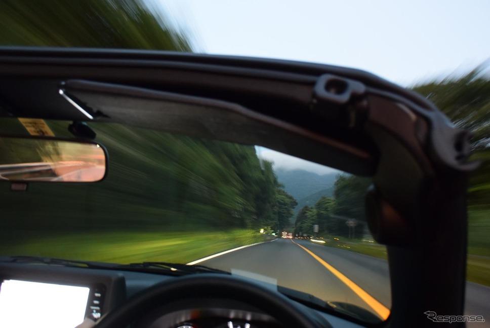 コペンセロで早朝の箱根新道を走る。《撮影 井元康一郎》