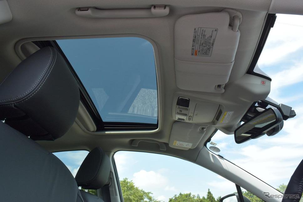 オプションのムーンルーフ。車内がより明るくなるのでせっかくなら着けたい。《撮影 井元康一郎》
