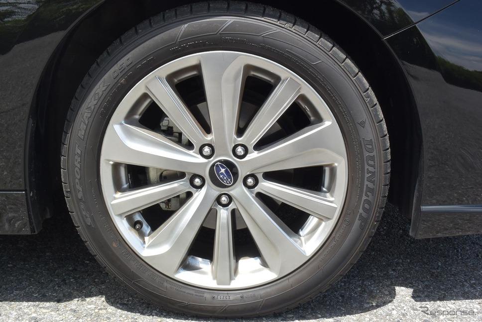 タイヤは225/50R18サイズのダンロップ「SPORT MAXX 050」。接地面積は初代『スカイラインGT-R』を上回る。すごい時代になったものである。《撮影 井元康一郎》