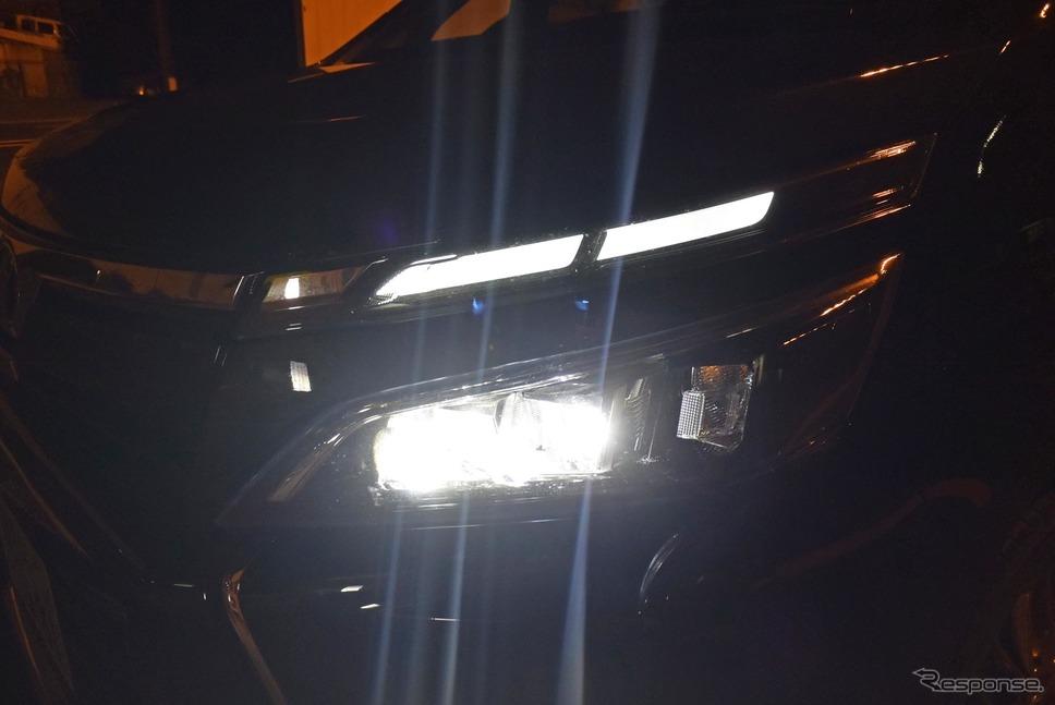 ハイ/ロービーム自動切換え式のヘッドランプ。LED照射で視認性は良い。《撮影 井元康一郎》