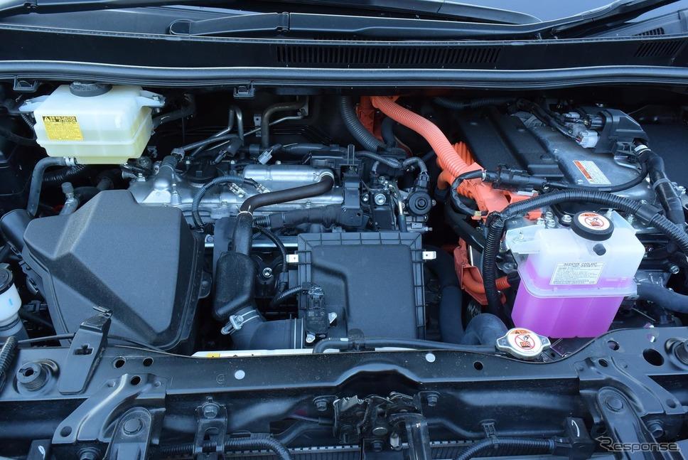 ヴォクシーハイブリッドZSのエンジンルーム。2.5リットル級になればもっとゆとりがあるのだろうが、自動車税のことを考えると非現実的か。《撮影 井元康一郎》