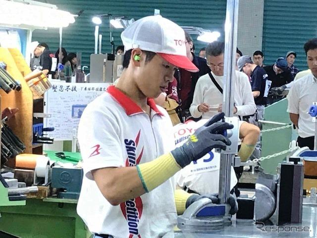 加藤宏基さん(自動車板金)