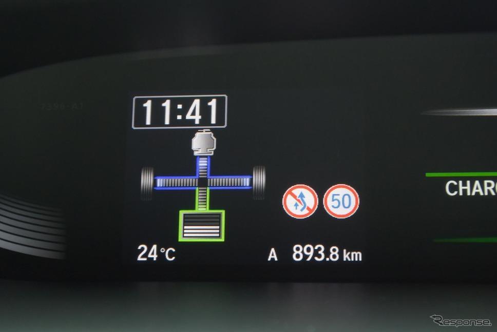 エンジンが発電専用運転を行っているときはエネルギーフローチャートにギアマークが表示されない。《撮影 井元康一郎》