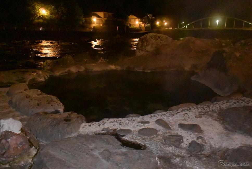天ヶ瀬温泉の河原にはこのようにいくつもの野天風呂がある。《撮影 井元康一郎》