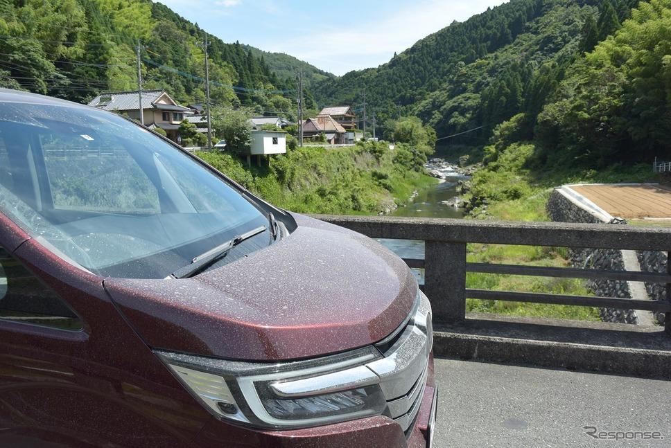 福岡・八女地方の山中をドライブ。《撮影 井元康一郎》