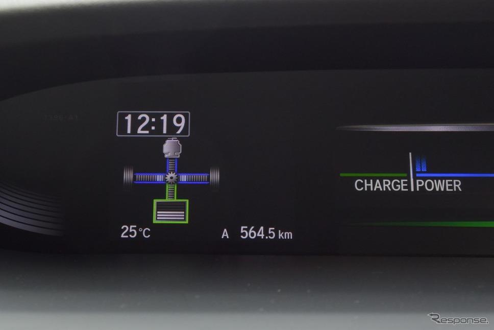 i-MMDの運転状況を示すエネルギーフローチャート。真ん中にギアマークが出ている時はエンジン直結のパラレルハイブリッドモード。《撮影 井元康一郎》