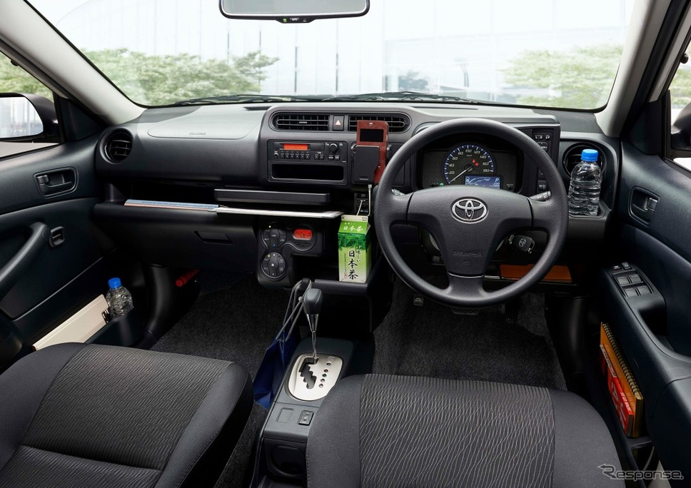 トヨタ・プロボックス/サクシード、運転席周り収納(ハイブリッド車)