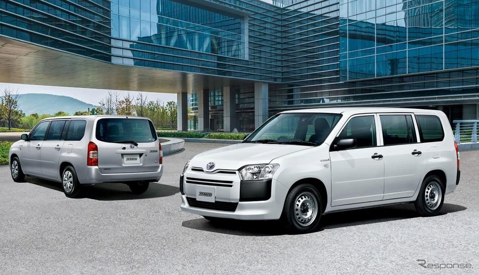 トヨタ・サクシードTX(ハイブリッド車、左)、UL(ハイブリッド車)