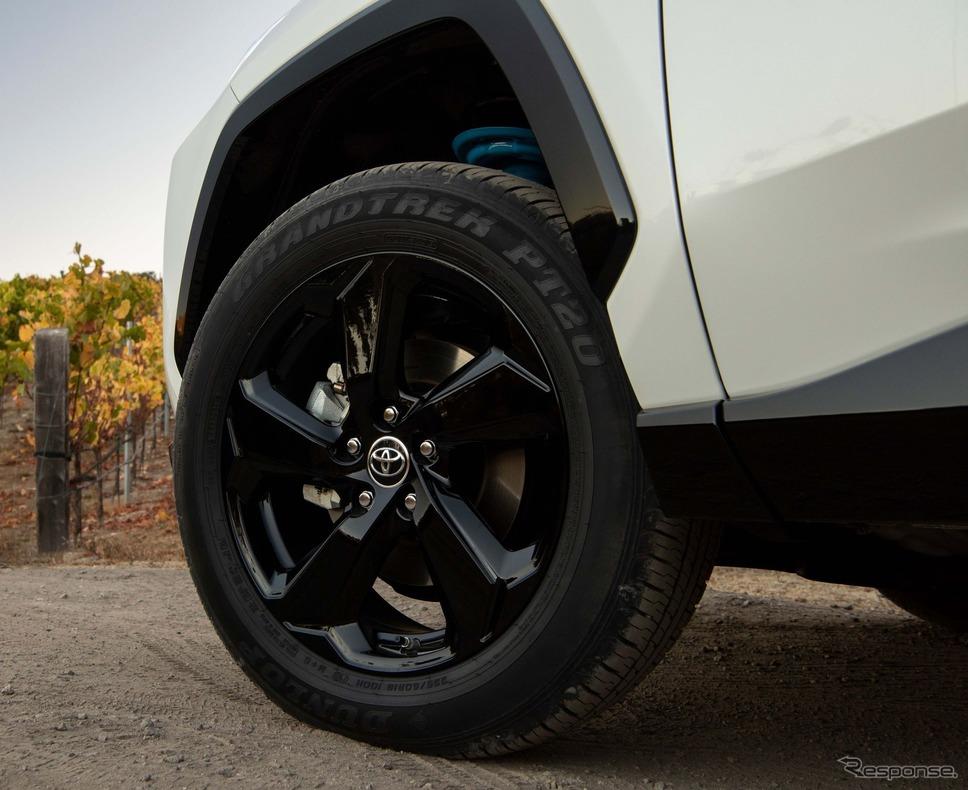 トヨタRAV4ハイブリッド新型のXSE