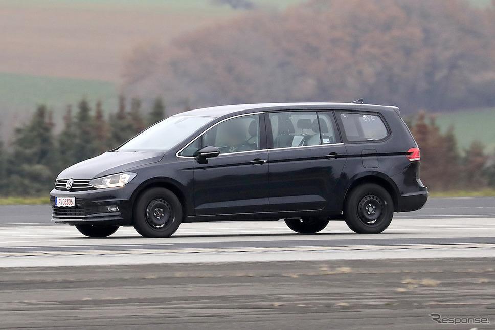 VWの新型ミニバン開発車両(スクープ写真)《APOLLO NEWS SERVICE》