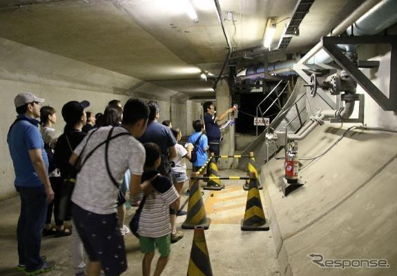 海底トンネル内の緊急避難通路
