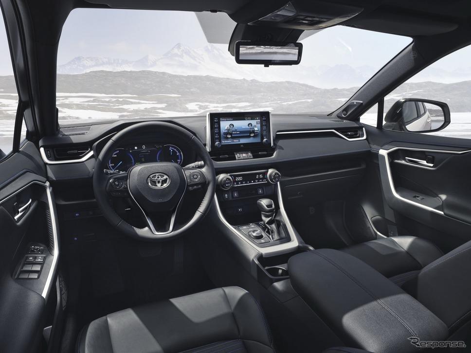 トヨタRAV4ハイブリッド新型(欧州仕様)