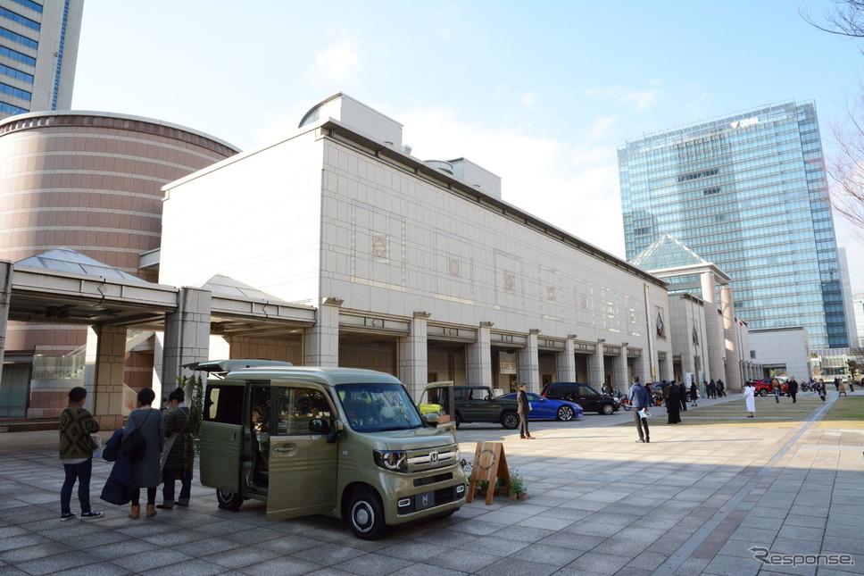 横浜美術館での展示風景《撮影 古庄速人》