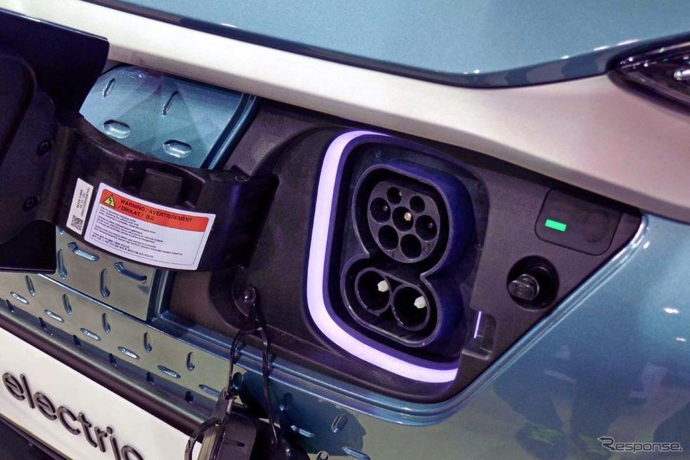 EVコナ・エレクトリック(参考出品)。車両側インレットは欧州のCombined Charging System(CCS)を搭載していた。《撮影 会田肇》