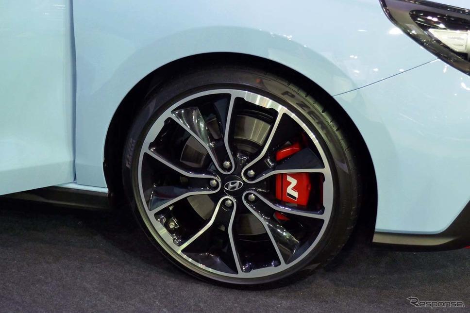 タイヤはピレリP-Zeroが組み合わされた《撮影 会田肇》