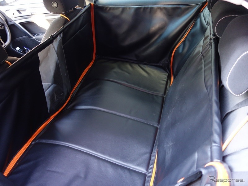 VWの純正ペット専用汎用大型フラットベッド「フラットベッドエクスクルーシブ」《撮影 青山尚暉》