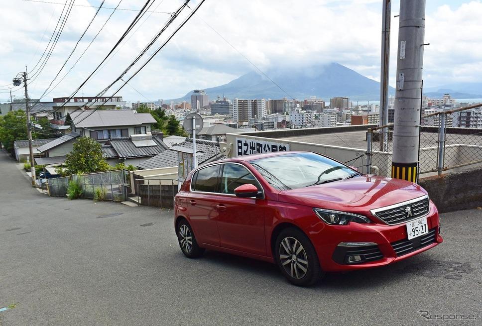 鹿児島市には高台が多く、あちこちに急坂がある。燃費には当然厳しい。《撮影 井元康一郎》