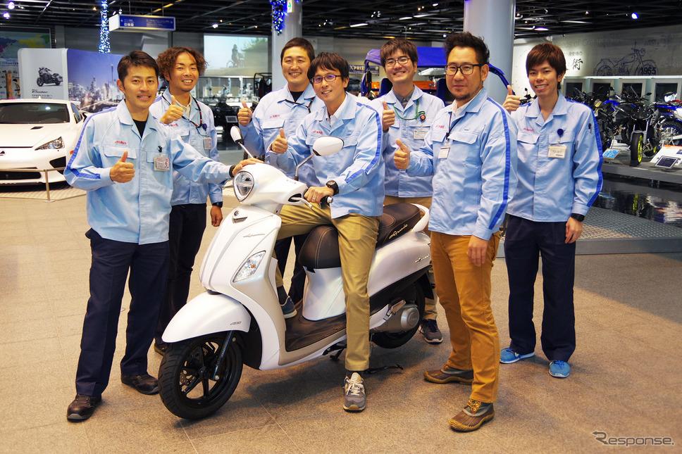 ヤマハ初のハイブリッドバイク「NOZZA GRANDE(ノザグランデ)」と開発メンバーの皆さん《撮影 宮崎壮人》