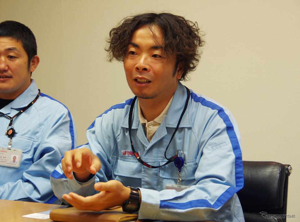 スマートモータージェネレーターについて語る秋元雄介さん《撮影 宮崎壮人》