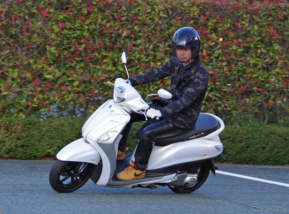 ノザグランデに試乗する青木タカオ氏(※敷地内で許可を得て走行しています)《撮影 宮崎壮人》