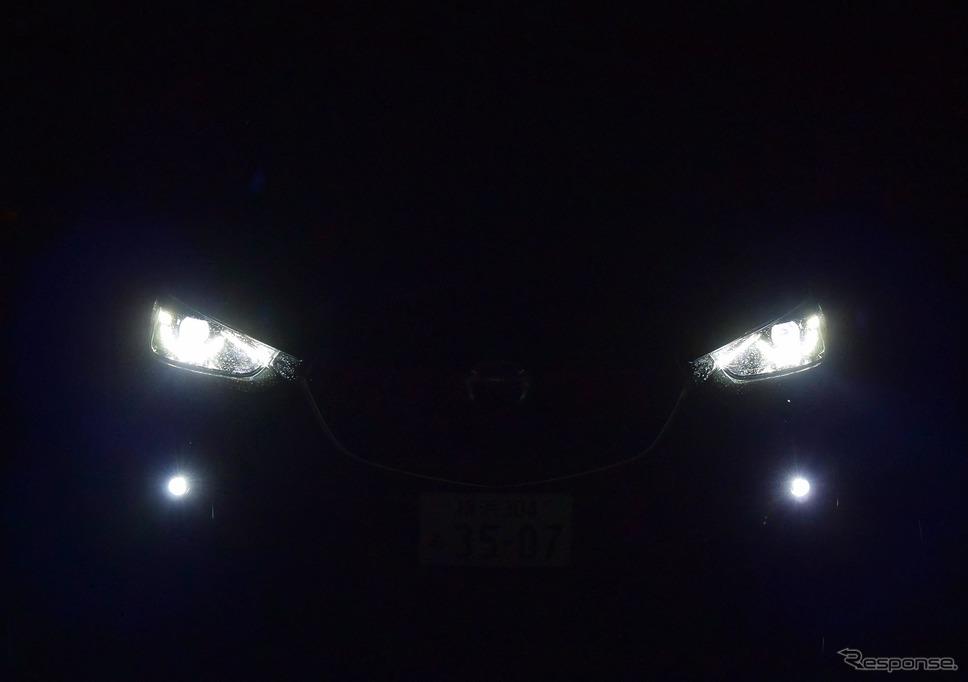 夜間、ヘッドランプを点灯させたときの表情。《撮影 井元康一郎》