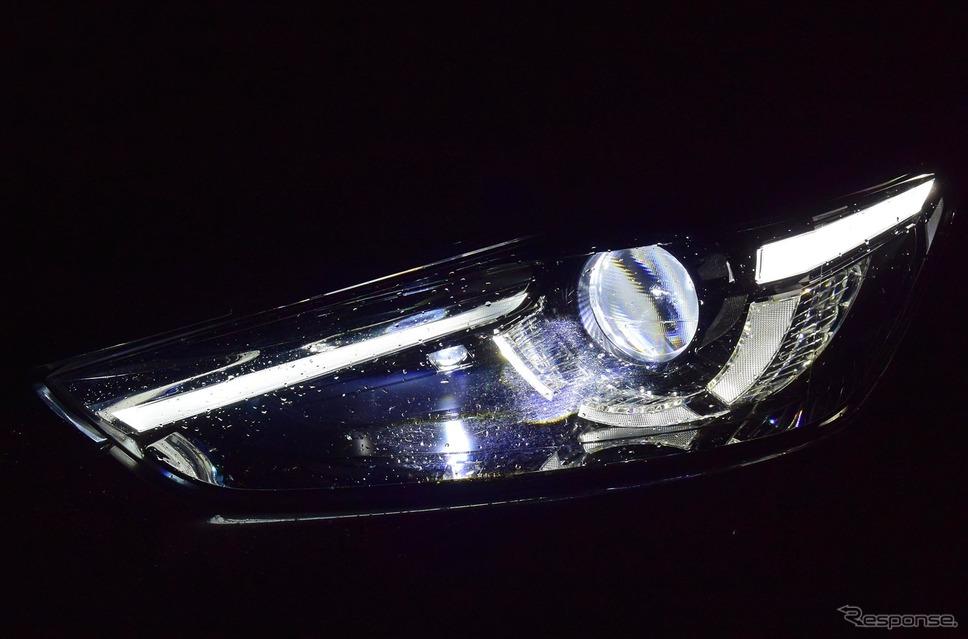 LEDヘッドランプ。先行車や対向車を避けて照射するアクティブハイビーム機構が実装されている。《撮影 井元康一郎》