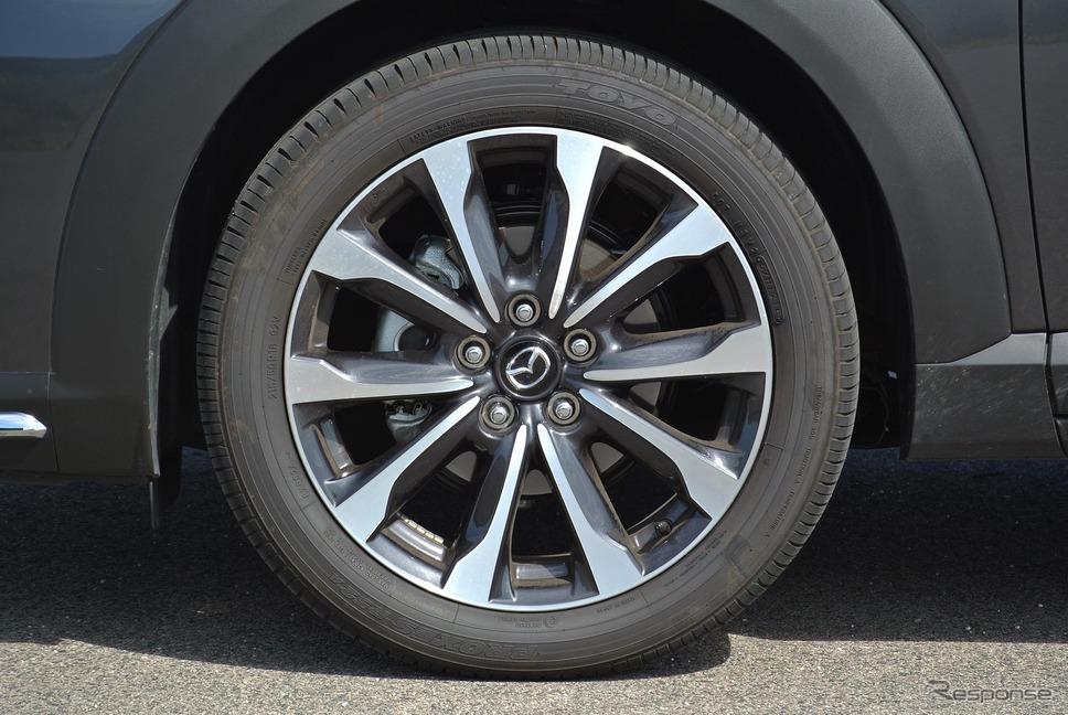 タイヤはサイドウォールの柔軟性が高められた新チューンのトーヨー「プロクセスR52A」。215/50R18はあまり一般的なサイズでないため、アフターマーケットでのタイヤの選択肢は限られる。《撮影 井元康一郎》