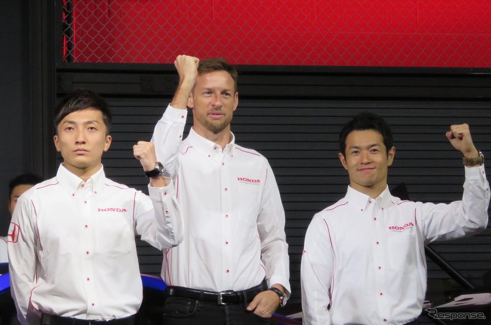 トレードのかたちになった野尻(左)と山本(右)。中央はGT500での山本の僚友・バトン。《撮影 遠藤俊幸》