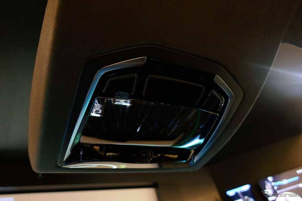 「AceS」のオーバーヘッドコンソールにはドライバを監視するカメラとマイクが装着されていた