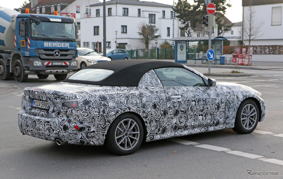 BMW 4シリーズカブリオレ 次期型スクープ写真《APOLLO NEWS SERVICE》