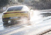 ポルシェ 911 新型に「ウェットモード」、濡れた路面を自動検出しシステムを統合制御