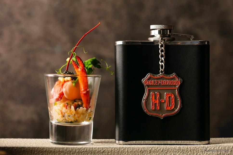 ハーレーダビッドソンのスポーツスターモデル「フォーティーエイト」にちなんだ「ロブスターショットフォーティーエイト」。ウィスキースキットルに入ったコンソメスープを、ロブスターとキャビアオニギリにかけて食す。