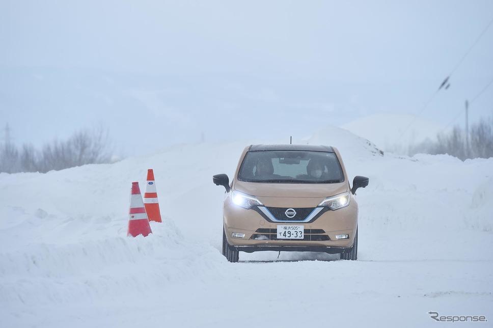 日産 ノートe-POWER(日産インテリジェントモビリティ雪上試乗会)《写真 日産自動車》