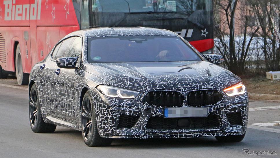 BMW M8 グランクーペ スクープ写真《APOLLO NEWS SERVICE》