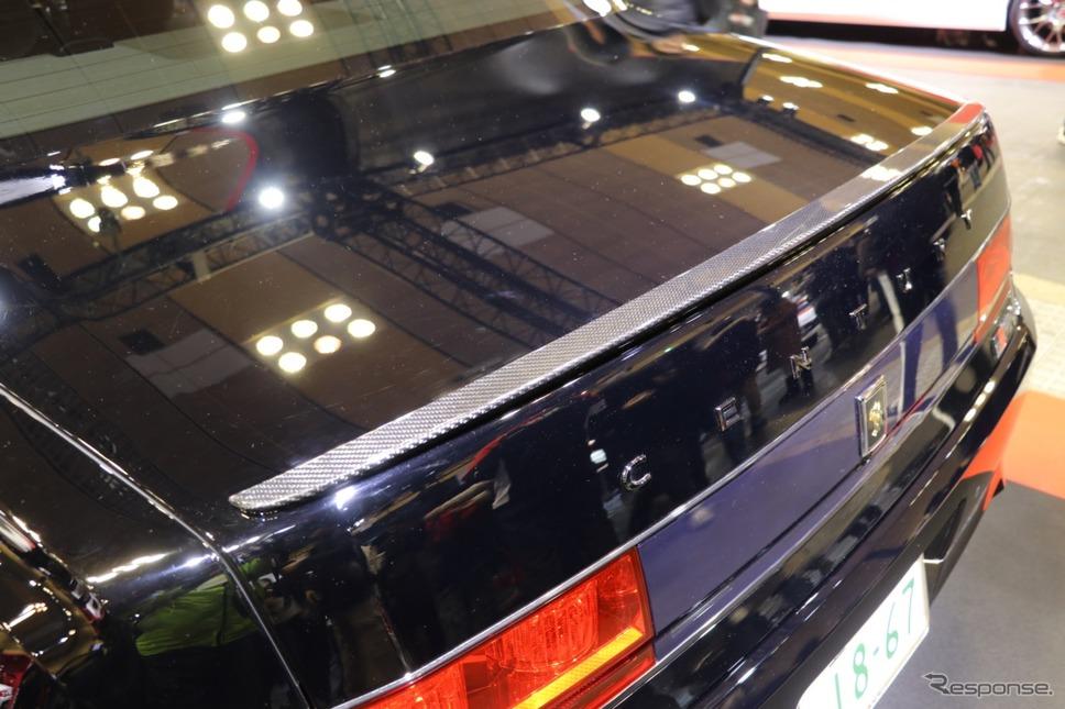 レクサスLF-Aを手掛けたトヨタのカーボン職人さんが手掛けたというリアスポイラー。名刀何某と言いたくなる美しさがある。《撮影 中込健太郎》