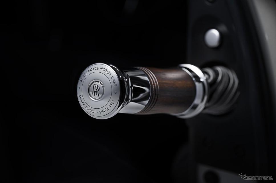 ロールスロイスの35台限定車「シルバーゴーストコレクション」に備わる特注のロールスロイス製傘