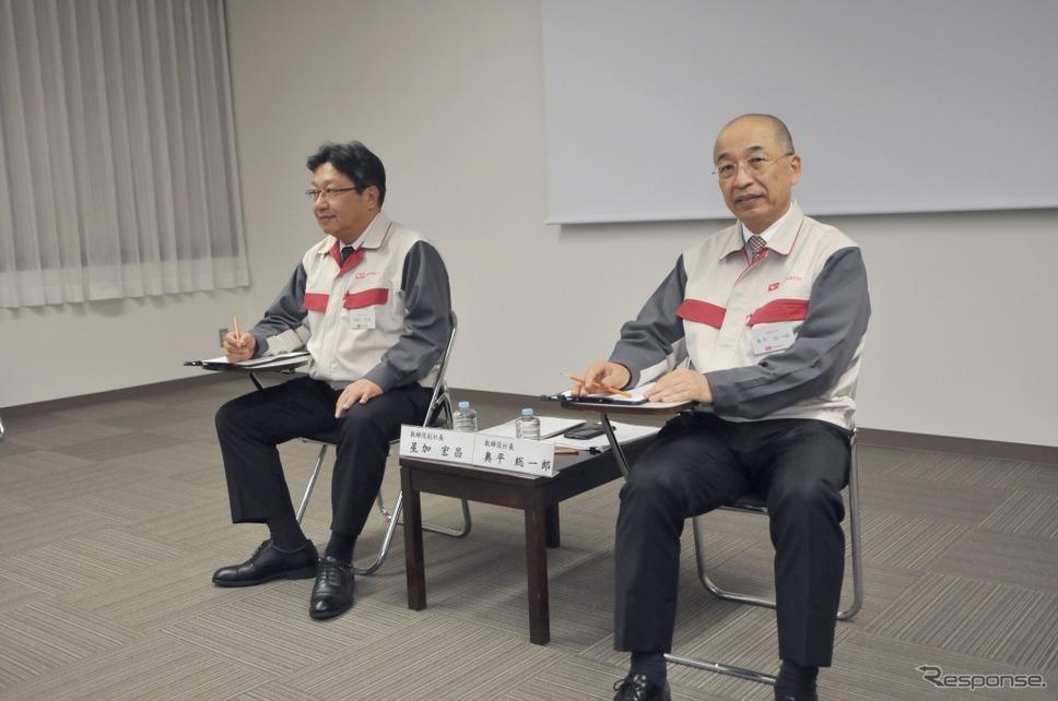 ダイハツ工業の星加 宏昌 副社長(左)と奥平総一郎 取締役社長《撮影 丹羽圭@DAYS》