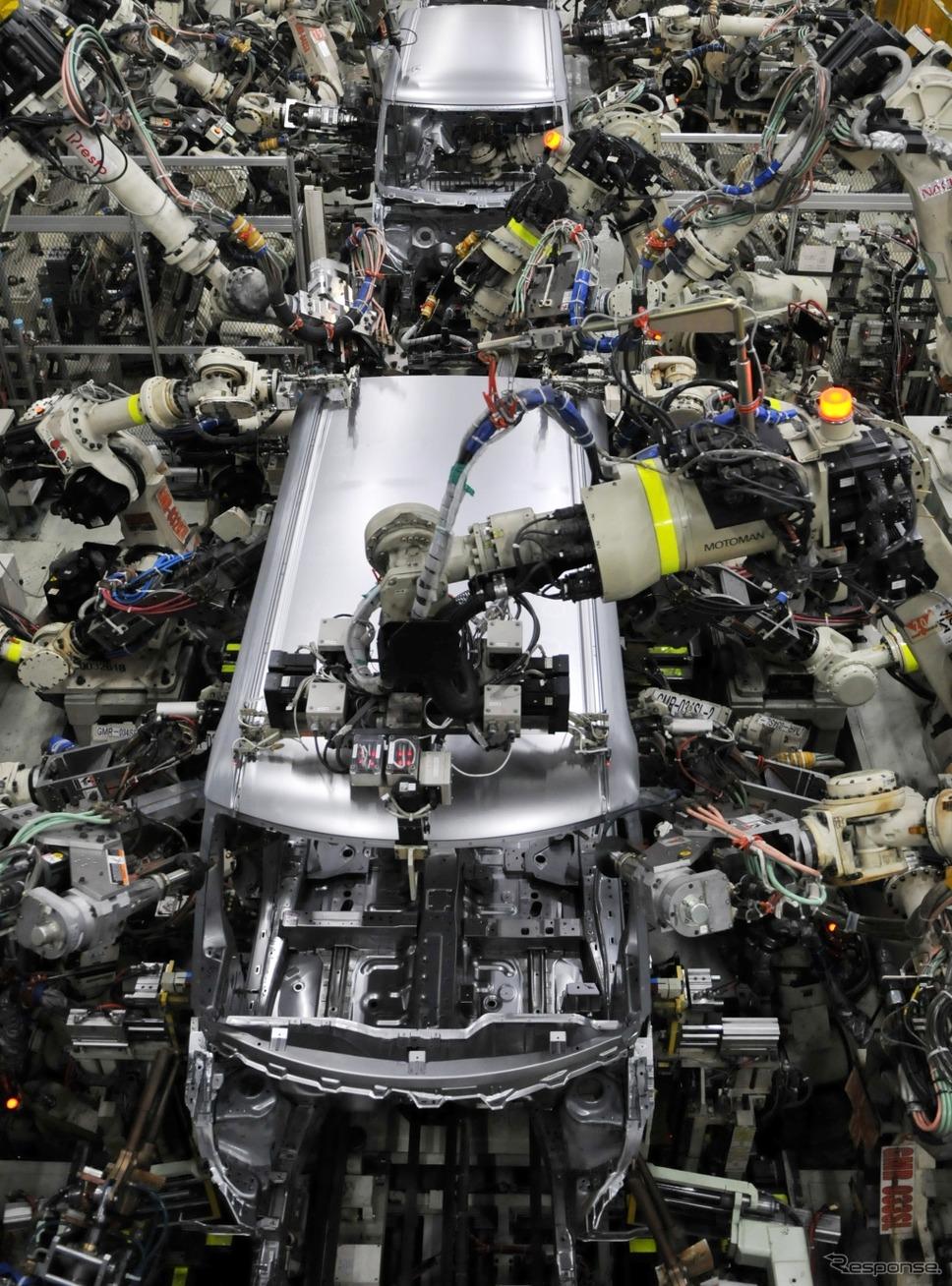 滋賀工場 第2工場 ボディライン。流れている車両はタント。《撮影 丹羽圭@DAYS》