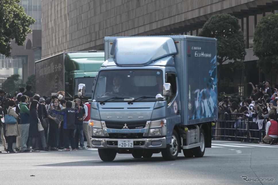 ハイブリッドトラックの例:三菱ふそうキャンター・エコハイブリッド《撮影 豊崎淳》