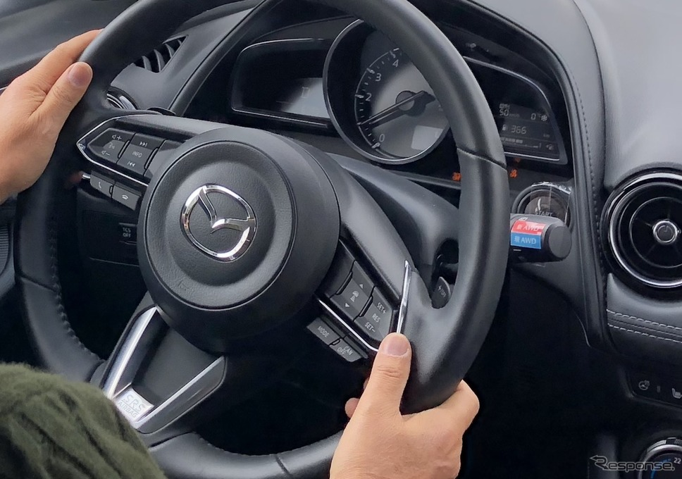 i-ACTIV AWDはステアリング右側のスイッチで切り替え《撮影 吉田瑶子》