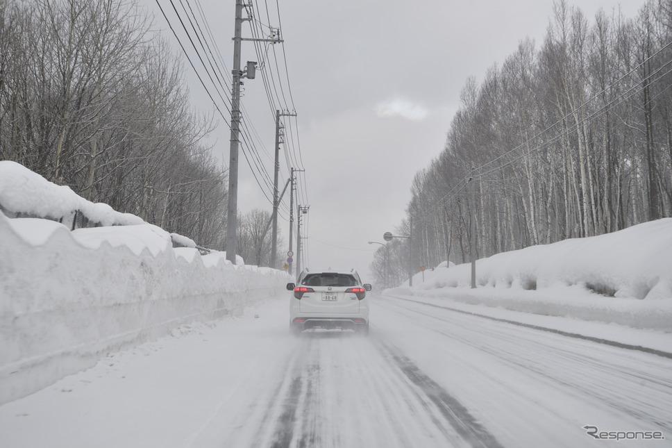 北海道旭川市内から北上。雪の一般道と高速道で試乗した。《撮影 雪岡直樹》