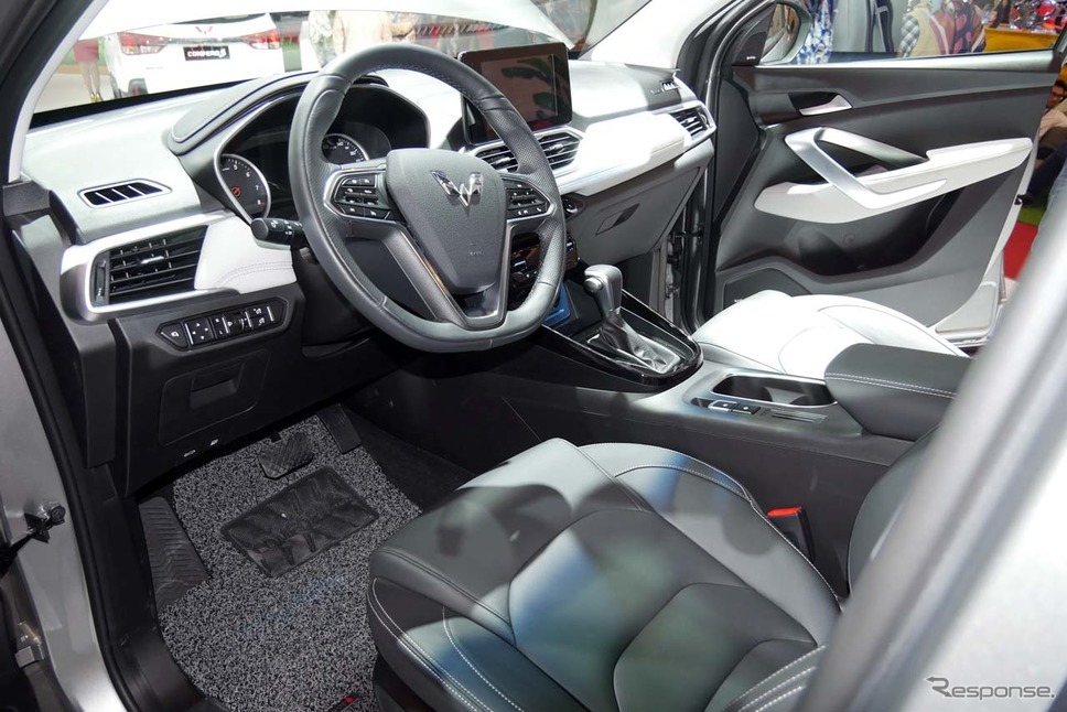 「宝駿530」の車内。新型「キャプティバ」もほぼこれを踏襲するものと見られる