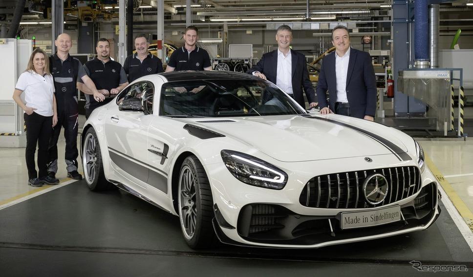 ドイツ・ジンデルフィンゲン工場からラインオフした改良新型メルセデスAMG GTシリーズの量産第一号車、メルセデスAMG GT Rプロ