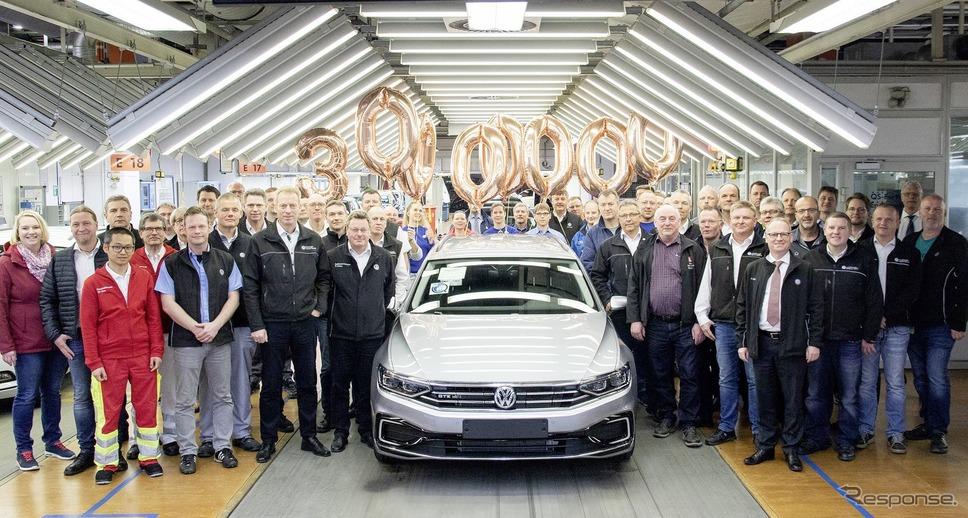 フォルクスワーゲン・パサートの3000万台目がドイツ・エムデン工場からラインオフ。PHVのパサート・ヴァリアントGTE 改良新型