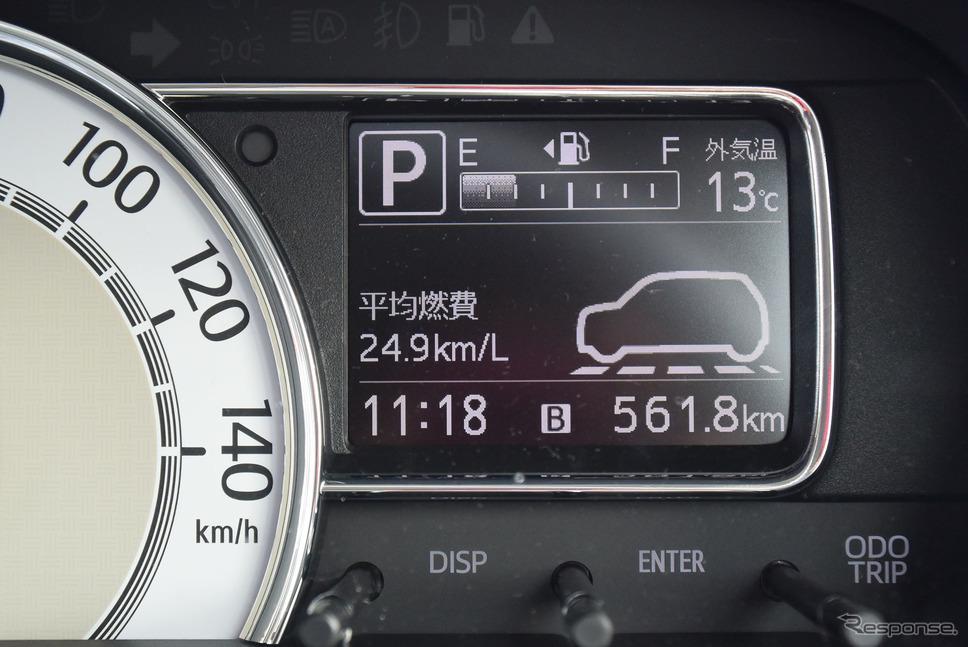 インフォメーションディスプレイ。愛知の音羽蒲郡から関ヶ原、京丹後などを経由し、出雲まで達した561.8km区間。瞬間燃費計はなく平均燃費計のみ。この区間の給油量は22.61リットルで実燃費は24.8km/リットル。平均燃費計値は終始、結構正確という印象だった。《撮影 井元康一郎》